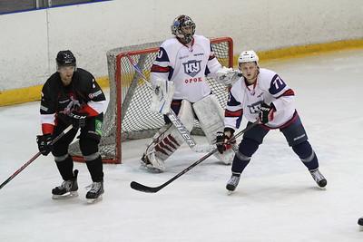 Челябинская команда Высшей хоккейной лиги Челмет потерпела разгромное поражение в товарищеском матче от Южного Урала из Орска.