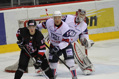 Челябинская команда Высшей хоккейной лиги Челмет провела первый товарищеский матч в новом сезоне.
