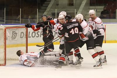 Челябинская команда Высшей хоккейной лиги Челмет проиграла в Тюмени местному Рубину со счётом 2:3.