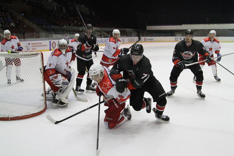 Челябинская команда Высшей хоккейной лиги Челмет потерпела второе домашнее поражение подряд.