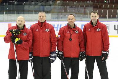 Челябинская команда Высшей хоккейной лиги Челмет в присутствии журналистов провела открытую тренировку.