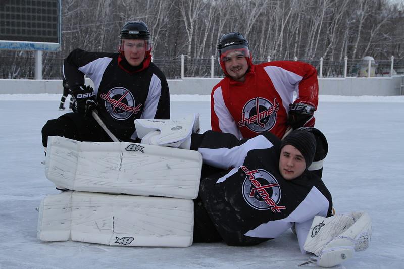 Челябинская команда Высшей хоккейной лиги Челмет провела тренировку на открытом воздухе на стадионе Мечел.