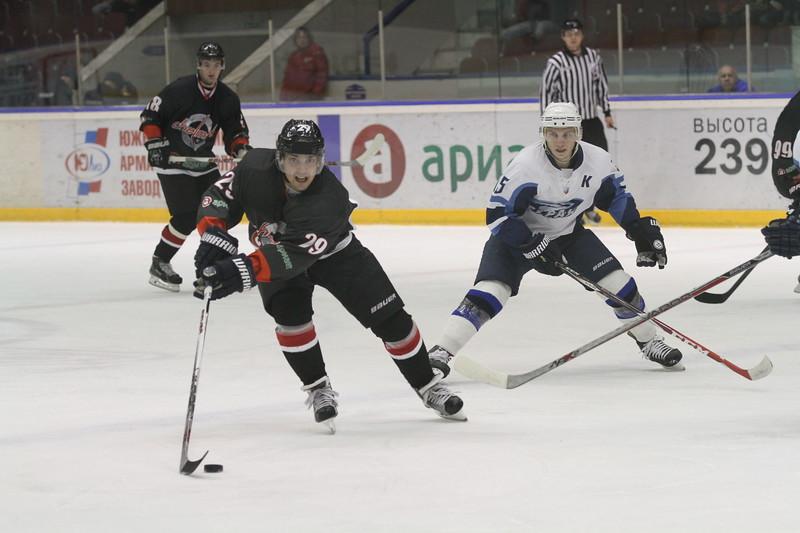 Челябинская команда Высшей хоккейной лиги Челмет проиграла воронежскому Бурану со счётом 3:4  у себя дома.