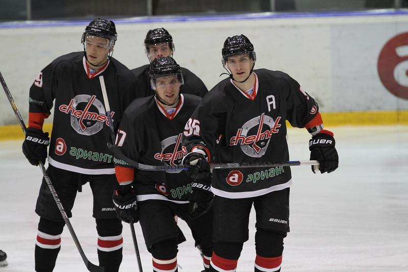 Челябинская команда Высшей хоккейной лиги Челмет выиграла в Санкт-Петербурге у местной команды СКА-Нева со счётом 3:2.