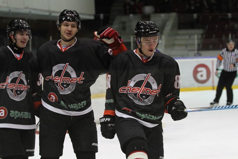 Челябинская команда Высшей хоккейной лиги Челмет выиграла со счётом 5:2 у подмосковного Динамо на своём льду.