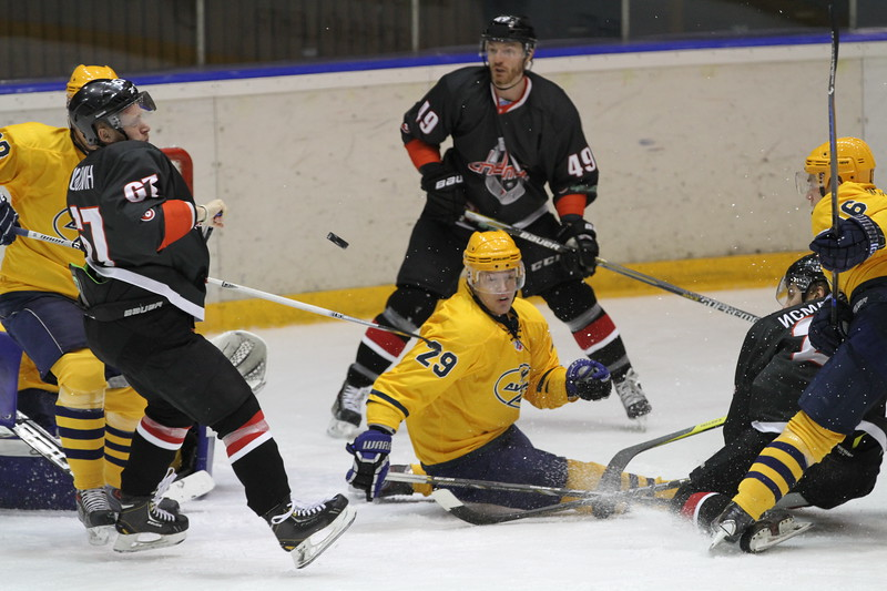 Челябинская команда Высшей хоккейной лиги Челмет разгромила Дизель из Пензы со счётом 6:0.