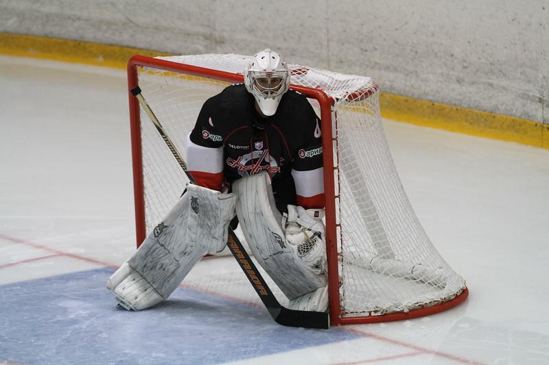 Челябинская команда Высшей хоккейной лиги Челмет выиграла первый товарищеский матч в новом сезоне.
