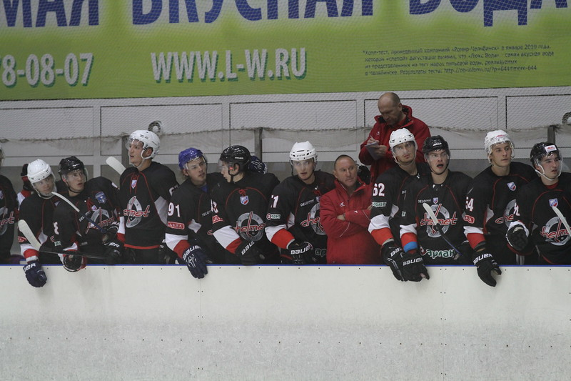 Главный тренер челябинского Челмета Александр Рожков и главный ХК Саров Игорь Аверкин прокомментировали игру, в которой клуб из Сарова выиграл по буллитоам со счётом 2:1.