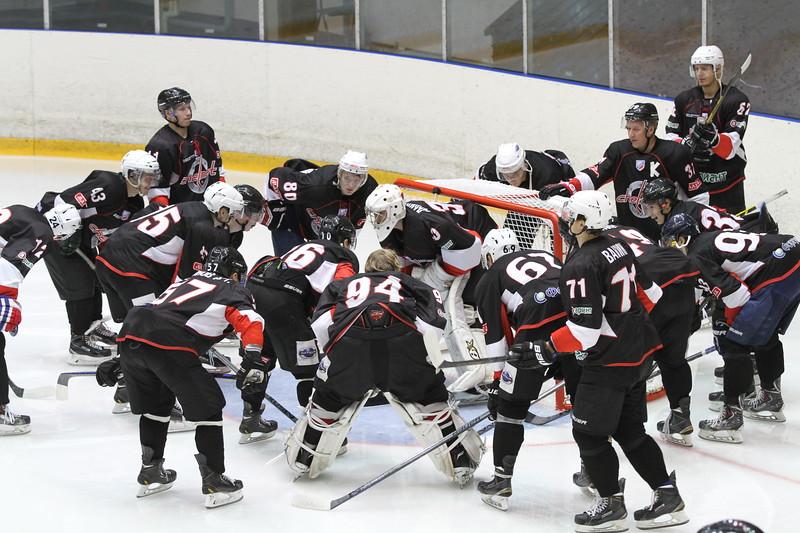 Челябинская команда Высшей хоккейной лиги Челмет проиграла в Альметьевске местному Нефтянику с разгромным счётом 0:6.