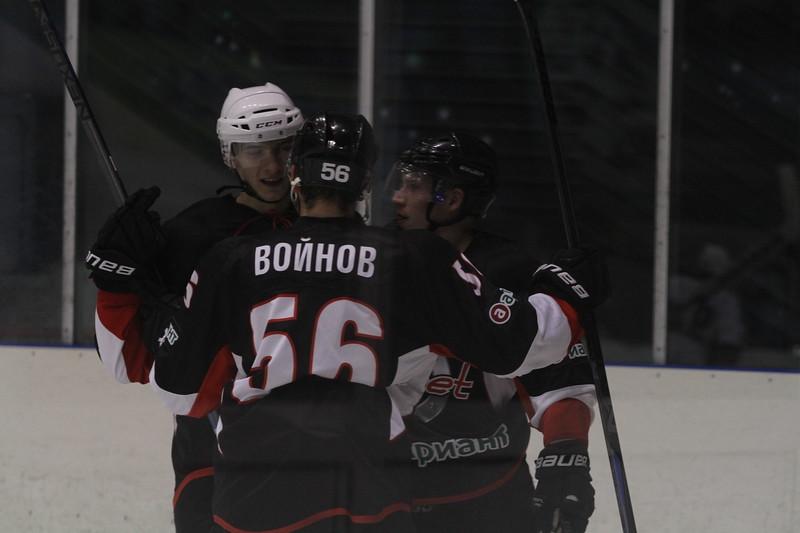 Челябинская команда Высшей хоккейной лиги Челмет проиграла первый матч на Мемориале Парышева в Кургане.