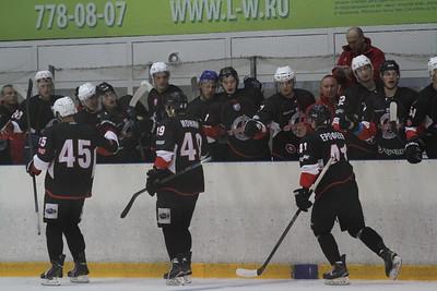 Челябинская команды Высшей хоккейной лиги Челмет разгромила тюменский Рубин на турнире в Кургане.
