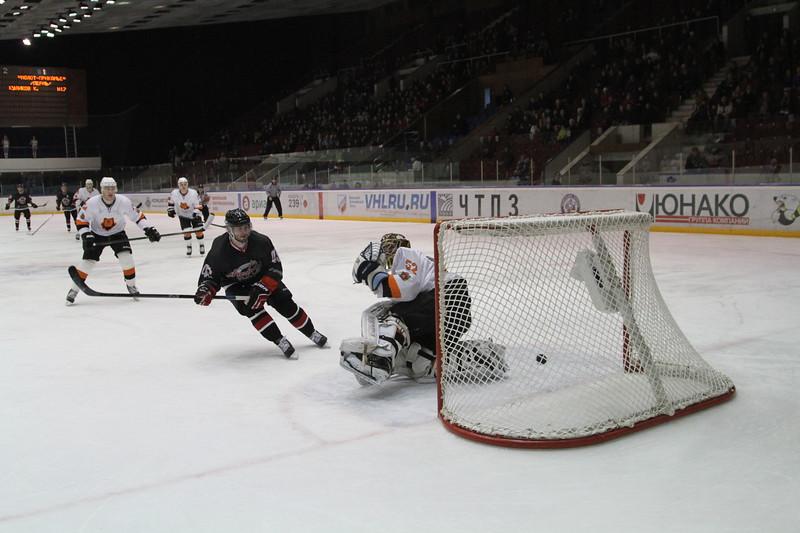 Челябинская команда Высшей хоккейной лиги Челмет выиграла по буллитам со счётом 2:1 у пермского Молота-Прикамье.