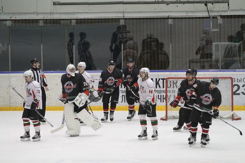 Челябинская команда Высшей хоккейной лиги Челмет выиграла у себя дома у Нефтяника из Альметьевска со счётом 3:0.