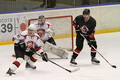 Челябинская команда Высшей хоккейной лиги Челмет у себя дома выиграла у тюменского Рубина со счётом 4:2.