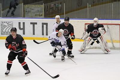 Челябинская команда Высшей хоккейной лиги Челмет уступила на своём льду хоккейному клубу из Рязани со счётом 2:4.