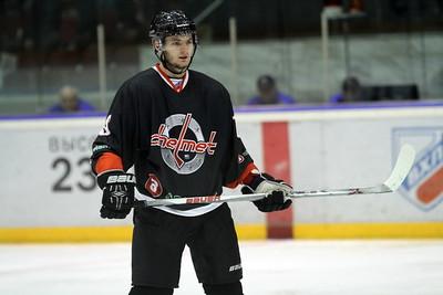 Челябинская команда Высшей хоккейной лиги Челмет проиграла в Перми местному Молоту-Прикамье со счётом 2:5.