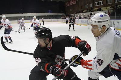 Челябинская команда Высшей хоккейной лиги Челмет выиграла по буллитам у красноярского Сокола со счётом 4:3.