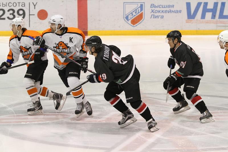 Челябинский Челмет у себя дома уступил в серии буллитов Спутнику из Нижнего Тагила в матче Высшей хоккейной лиги.
