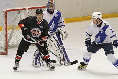 Челябинская команда Высшей хоккейной лиги Челмет обыграла у себя дома ТХК со счётом 4:2. Счёт в серии сравнялся - 3:3.