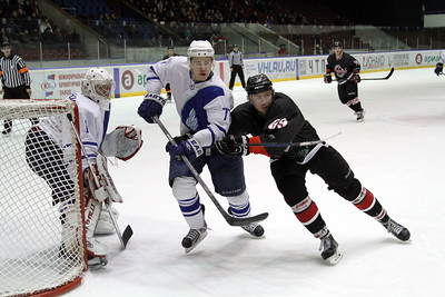 Челябинская команда Высшей хоккейной лиги Челмет у себя дома уступила ТХК со счётом 1:2 .