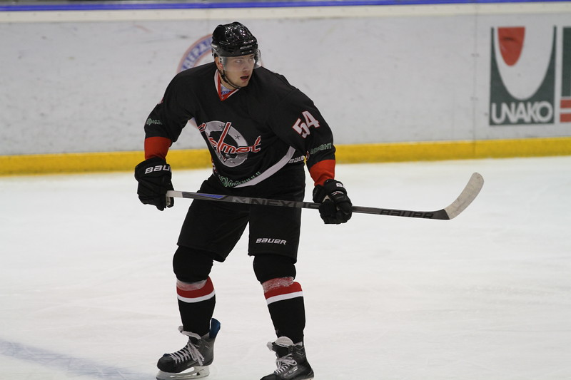 Челябинская команда Высшей хоккейной лиги Челмет уступила по буллитам со счётом 2:3 в Тюмени местному Рубину.