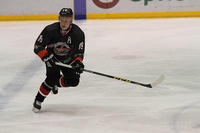 Челябинская команда Высшей хоккейной лиги Челмет выиграла по буллитам в Ангарске у местного Ермака со счётом 3:2.