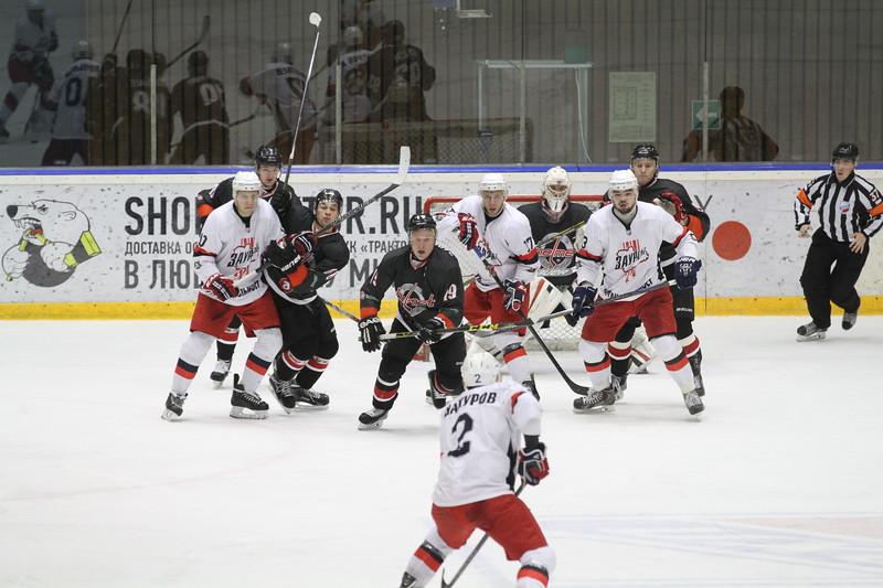 Челябинская команда Высшей хоккейной лиги Челмет у себя дома проиграла курганскому Зауралью со счётом 1:2.