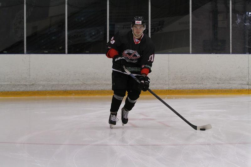 Челябинская команда Высшей хоккейной лиги Челмет выиграла у казанского Барса со счётом 4:2 на турнире в Нижнем Тагиле.