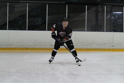 Челябинская команда Высшей хоккейной лиги Челмет начала с победы свое выступление на турнире в Казани, который посвящён памяти Юрия Моисеева.