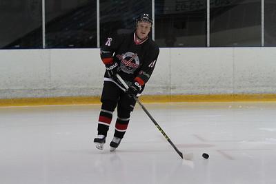 Челябинская команда Высшей хоккейной лиги Челмет потерпела поражение в Караганде от местной Сарыарки со счётом 0:3.
