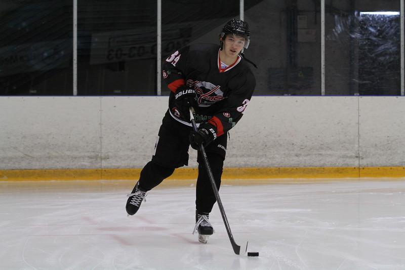 Челябинская команда Высшей хоккейной лиги Челмет провела два матче а Нижнем Тагиле на Кубке Уралвагонзавода.