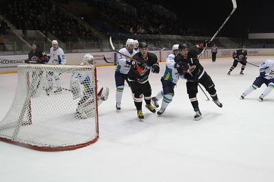 Челябинская команда Высшей хоккейной лиги Челмет со счётом 3:4 уступила в овертайме Торпедо из Усть-Каменогорска в первом матче в новом году.
