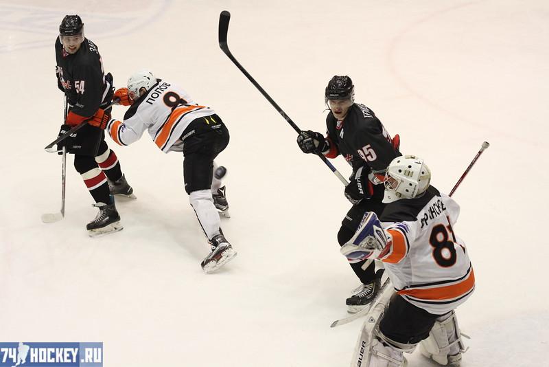 Челябинская команда Высшей хоккейной лиги Челмет выиграла у себя дома со счётом 4:3 у Ермака из Ангарска.