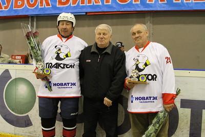 30 апреля в Челябинске чествовали ветеранов «Трактора» Геннадия Иконникова и Александра Глазкова.