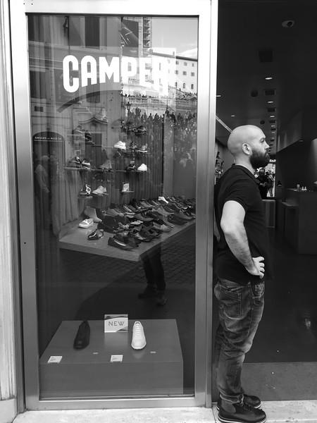 Продавач на обувки