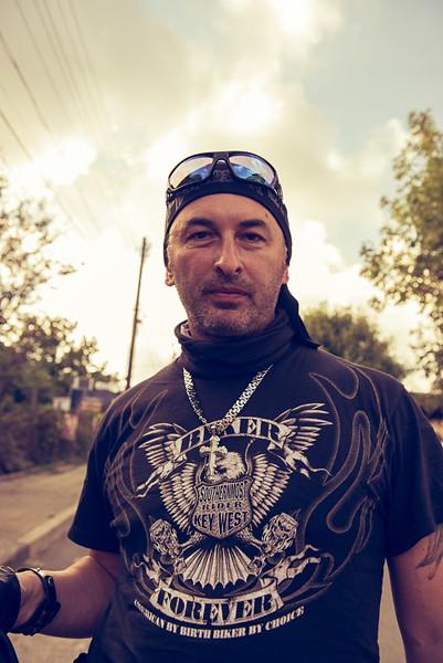 снимка на мотоциклетист