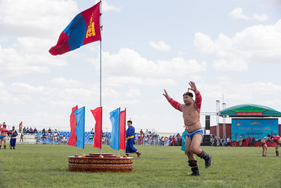 """2019 оны долдугаар сарын 27. Говьсүмбэр аймаг. Говьсүмбэр аймгийн 25 жилийн ой, Төвийн бүсийн хурдан морьдын уралдаан, """"Боржигин-2019"""" баяр наадам.  ГЭРЭЛ ЗУРГИЙГ Б.БЯМБА-ОЧИР/MPA"""
