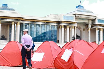 2018 оны тавдугаар сарын 17. Сүхбаатарын талбайд Гэр хороолол хөдөлгөөнөөс жагсаал зохион байгууллаа. ГЭРЭЛ ЗУРГИЙГ Б.БЯМБА-ОЧИР/MPA