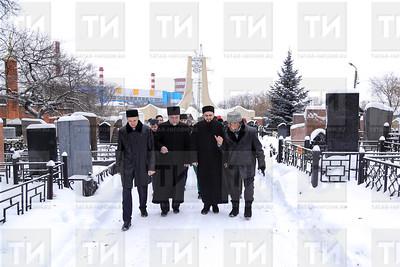 16.01.2018  - Муфтий РТ почтил память Ш. Марджани на Ново - татарском кладбище  (фото Салават Камалетдинов)
