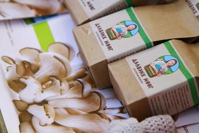 """2019 оны аравдугаар сарын 16. """"Дэлхийн хүнсний өдөр""""-т зориулсан хүнс үйлдвэрлэгчдийн үзэсгэлэн худалдаа эхэллээ . ГЭРЭЛ ЗУРГИЙГ Г. БАЗАРРАГЧАА \MPA"""