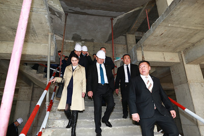 2019 оны дөрөвдүгээр сарын 23.  Монгол Улсын Ерөнхий сайд У.Хүрэлсүх Үндэсний төв номын сангийн үйл ажиллагаатай танилцлаа.  ГЭРЭЛ ЗУРГИЙГ Б.БЯМБА-ОЧИР/MPA