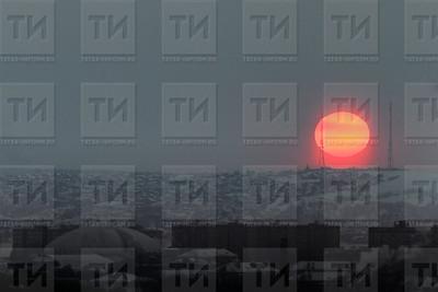 Россия. Казань. 08.02.2018 - заход солнца (фото: Ильнар Тухбатов/ ИА Татар-Информ)