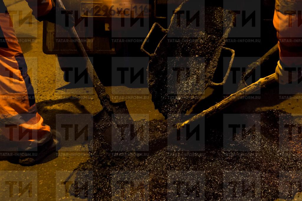 Казань. 27.03.2017 - Пресс-тур, Ямочный ремонт дорог г.Казани (фото: Салават Камалетдинов/ ИА Татар-Информ)