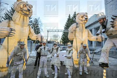 31.12.2017  - Выступление французской труппы Remue Menage в парке Урицкого   (фото Салават Камалетдинов)