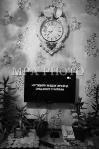 2017 оны дөрөвдүгээр сарын 26. ИРГЭДИЙН МЭДЭХ ЭРХЭНД ОНЦ АЮУЛ УЧИРЛАА гэсэн анхааруулга гарч байгааг харсан байх. 20:00-21:00 цагын хороонд Монгол ТВ, UBS, 25, Bloomberg, VTV, C1, ТВ8 гээд 10 гаруй сувгаар гарч буй уг анхааруулга нь Зөрчлийн тухай хуульд оруулах гэж буй шинэ заалттай холбоотой. УИХ-ын гишүүн Ц.Гарамжав хэвлэл мэдээллийн хэрэгсэл, твиттер, фэйсбүүкээр хүн гүтгэвэл 10-20 сая төгрөгөөр торгох хуулийн заалт оруулах санал гаргаад буй. Хууль зүйн байнгын хорооны өчигдрийн хуралдааны үеэр Зөрчлийн тухай хуулиар гүтгэсэн тохиолдолд хувь хүнийг 10-20 сая төгрөгөөр, аж ахуйн нэгжийг 100 сая төгрөгөөр торгох санал гаргахад гишүүдийн олонх нь дэмжсэн байна. ГЭРЭЛ ЗУРГИЙГ Б.ӨНӨБОЛД/MPA