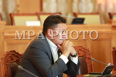 2016 оны есдүгээр сарын 01. УИХ-ын чуулганы өнөөдрийн хуралдаанаар Монголбанкны дэд ерөнхийлөгч Э.Батшугарыг чөлөөлөх асуудлыг хэлэлцлээ. Түүнийг чөлөөлж оронд нь Хадгаламжийн даатгалын корпорацийн захирал Б.Лхагвасүрэнг томиллоо.   ГЭРЭЛ ЗУРГИЙГ Б.БЯМБА-ОЧИР/MPA