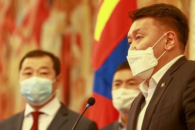 2020 оны дөрөвдүгээр сарын 29. УИХ-ын гишүүдийн ноолуурын асуудлаар мэдээлэл хийлээ.  ГЭРЭЛ ЗУРГИЙГ Б.БЯМБА-ОЧИР/MPA
