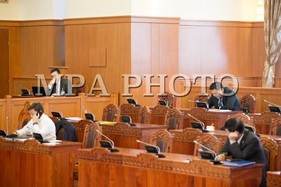 2017 оны нэгдүгээр сарын 06.  УИХ-ын чуулганы нэгдсэн хуралдаанаар Дипломат албаны тухай хуульд өөрчлөлт оруулах тухай хуулийн төслийн анхны хэлэлцүүлгийг хийлээ.            ГЭРЭЛ ЗУРГИЙГ Б.БЯМБА-ОЧИР/MPA