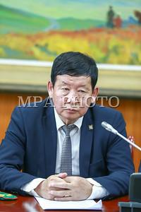 2017 оны зургаадугаар сарын 5. УИХ-ын Төрийн байгуулалтын байнгын хорооны дарга болон УИХ-ын гишүүд мэдээлэл хийлээ. Монгол Улсын Үндсэн хуульд нэмэлт, өөрчлөлт оруулах асуудлаар ард түмний бүрэн эрхт байдал, оролцоог хангах тухай УИХ-ын тогтоол батлагдсантай холбогдуулан сэтгүүлчдэд мэдээлэл өглөө. ГЭРЭЛ ЗУРГИЙГ Б.БЯМБА-ОЧИР/MPA