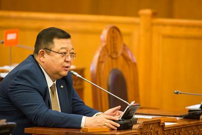 2019 оны аравдугаар сарын 04. УИХ-ын чуулганы хуралдаанаар Ард нийтийн санал асуулга явуулах, Монгол Улсын Үндсэн хуулийн нэмэлт, өөрчлөлтийн эхийг батлах тухай Улсын Их Хурлын 2019 оны 73 дугаар тогтоолд бүхэлд нь тавьсан Монгол Улсын Ерөнхийлөгчийн хоригийг хүлээн авах эсэхийг хэлэлцэв. ГЭРЭЛ ЗУРГИЙГ Б.БЯМБА-ОЧИР/MPA